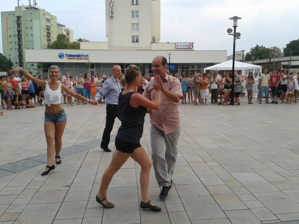 Társastánc fellépés egy Salsa rendezvényen