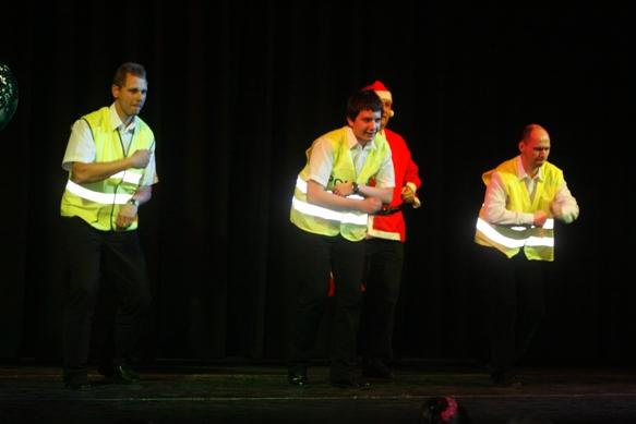 Tánckoktél Bál 2010: A télapó és a rendőrök