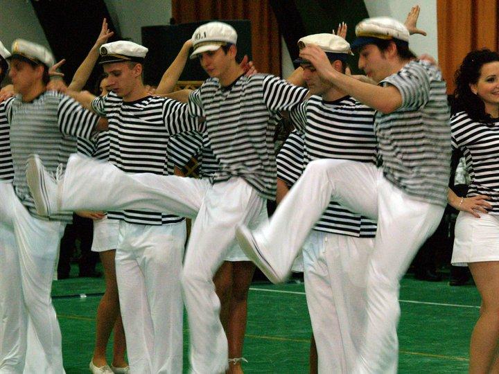 Matróz tánc - szalagavató