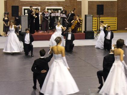 Tánciskola - Szalagavató tánc - táncoktatás / tánctanfolyam szalagavatóra